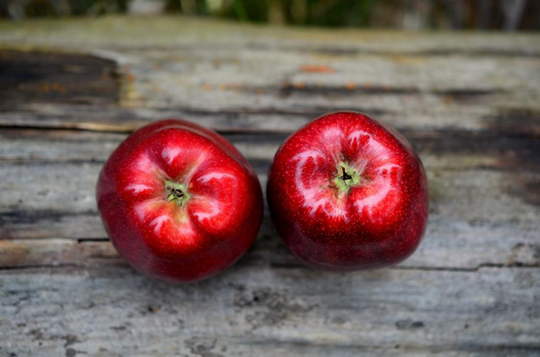 jabolko_apple-red-red-apple-fruit.jpg